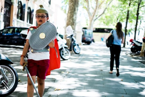 Niño Chino romano en Roma / Zaragoza Walkers