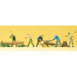 Leñadores cortando troncos, 5 figuras, Escala H0. Marca Preiser, Ref: 10495.