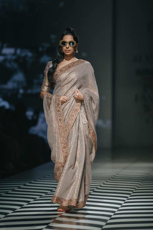 JJ Valaya FDCI Amazon India Fashion Week Spring Summer 2018 Look 22