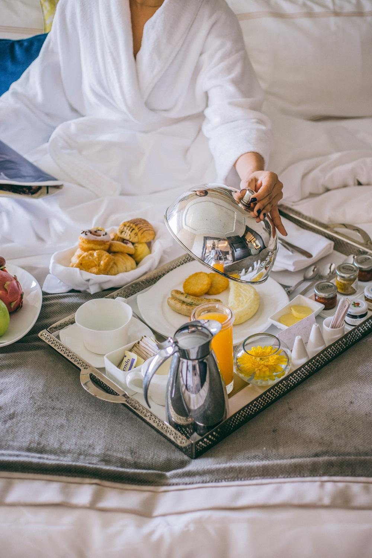 Shangri-la New Delhi Presidential Suite Breakfast in Bed