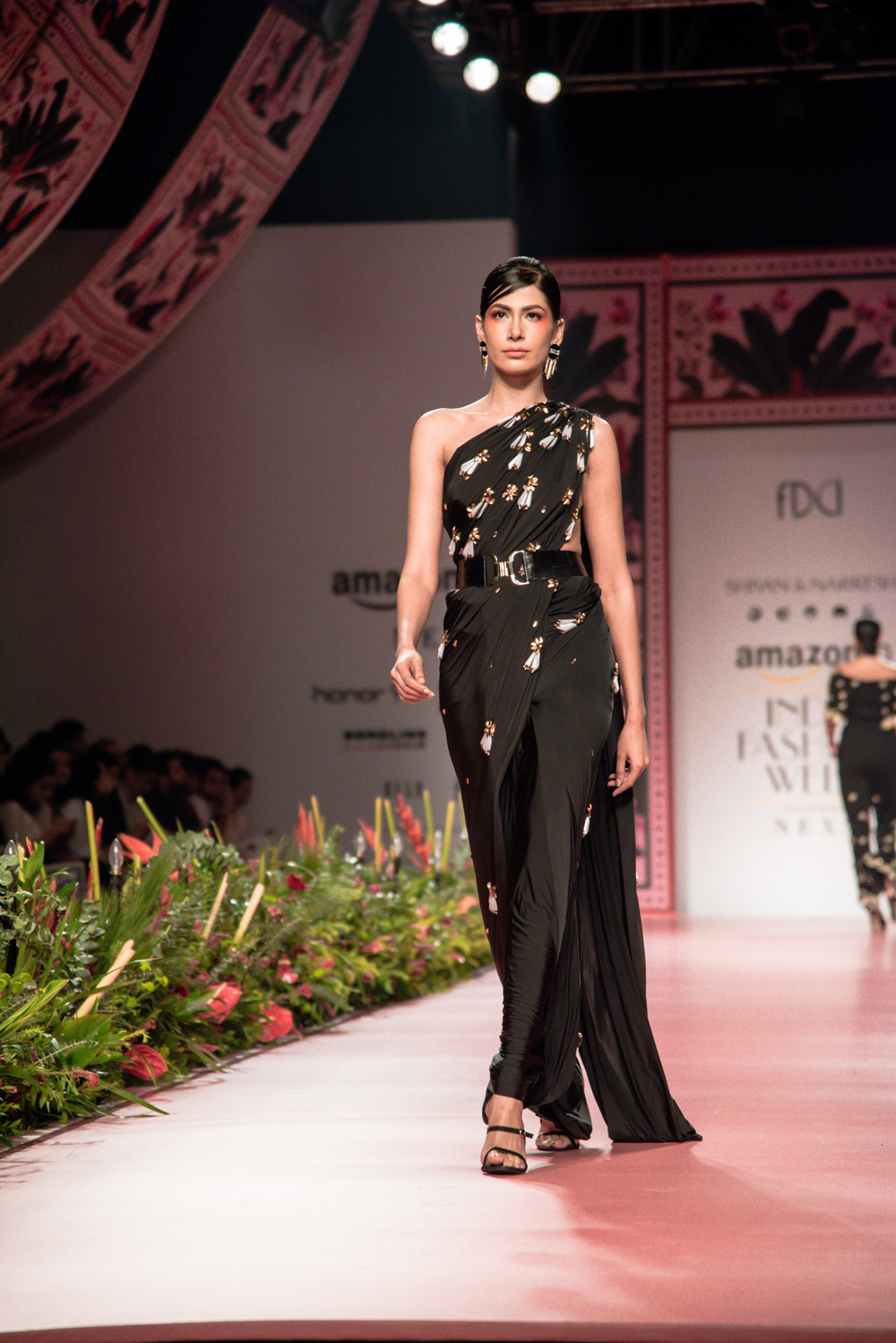 Shivan and Narresh FDCI Amazon India Fashion Week Spring Summer 2018 Look 17