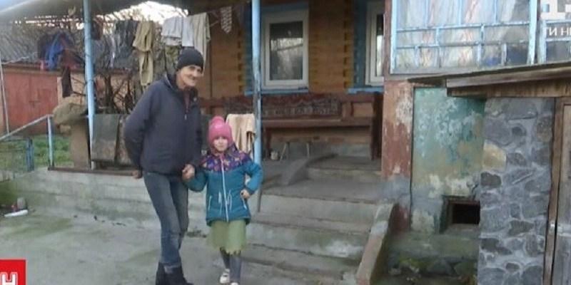Дивна історія з дітьми потрясла Україну: «Мама віддає, тато – забирає»