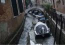 """Через відсутність опадів Венеція втратила визначну пам""""ятку: пересохли знамениті канали, вулиці спорожніли"""
