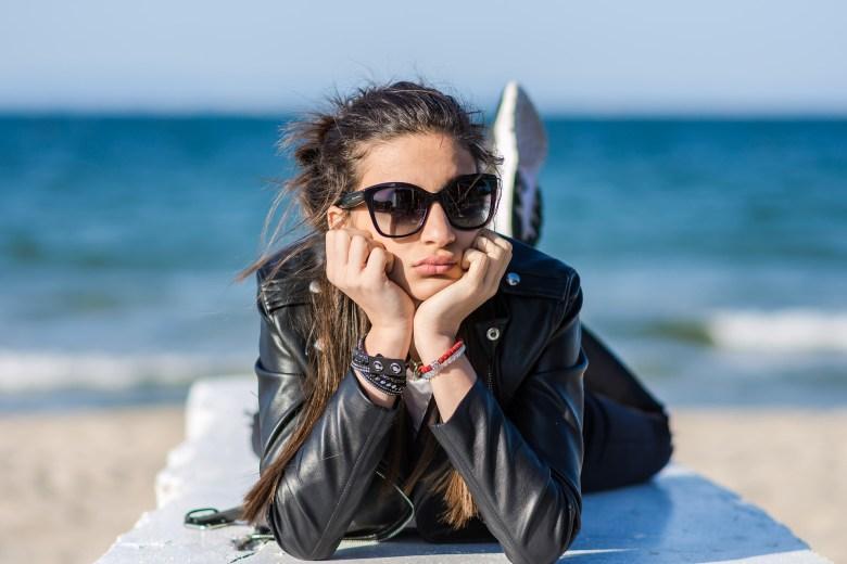 sunglasses-3359220_1920