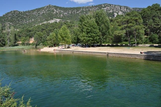Playa de Cañamares, en las aguas del río Escabas. Foto: www.turismodecuenca.ning.com.