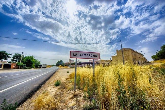 Cartel de entrada a La Almarcha, Cuenca, España