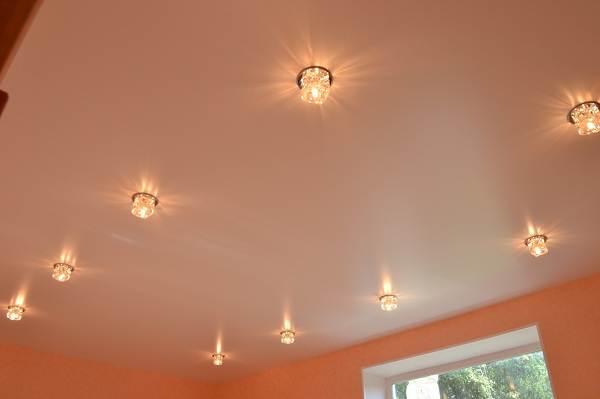 Сатиновый-натяжной-потолок-Описание-особенности-виды-и-цена-сатинового-потолка-5