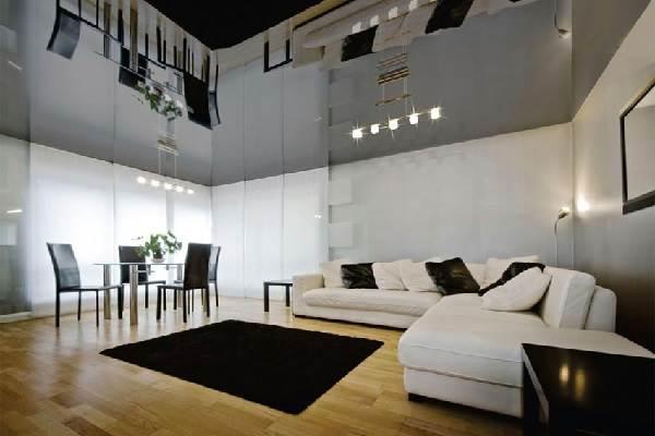 Зеркальный-потолок-его-преимущества-и-недостатки-3