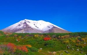 雪がかかった旭岳
