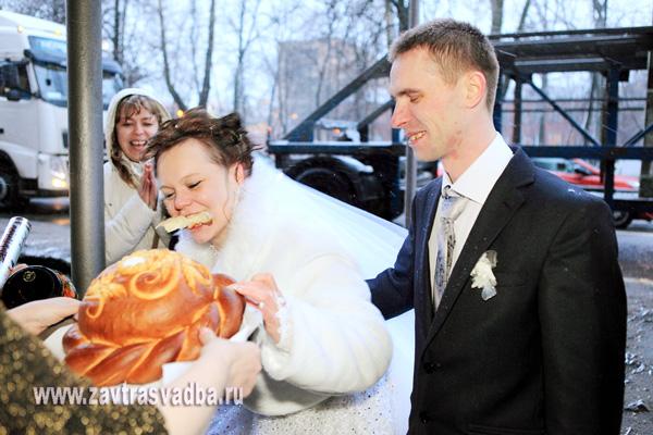 Поздравление молодым от родителей жениха при встрече хлебом солью