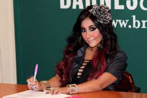 Snooki Tweets 'Sitting-Only' Shoes, Which Should Not Be A Thing (PHOTO)  1
