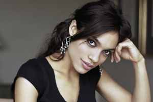 Rosario Dawson Splits With Director Boyfriend