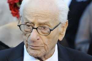 Actor Eli Wallach dies at 98