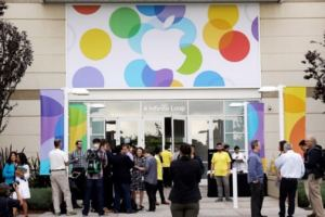 Report Sparks Hints At Apple To Reveal Wearable Device In September