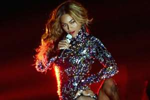 Beyoncé's  New Album Steals The Show During VMAS Performance 3