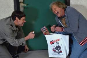 "Check out DUMB AND DUMBER TO's new ""A Look Inside Featurette"""