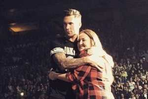Adam Levine Sends Microphone Into Fans Face But Is Super Cool About It