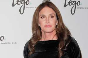 Caitlyn Jenner Features Sports Illustrated Cover With The Gold Medal She Won 40 Years Ago 3