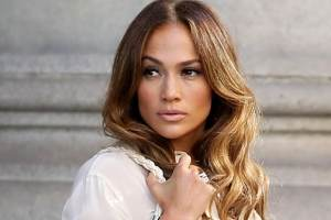 """Jennifer Lopez Says She Had to """"Fight"""" to Keep Her Curves When She First Started As An Entertainer"""