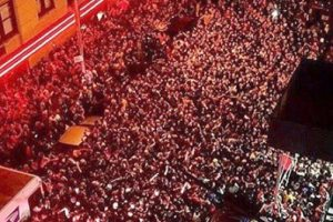 Kanye West Drops Surprise Concert Leaving Behind A Block Full Of Fans In The Street 2