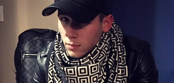 """Celebrities Are Loving The """"Ishu"""" Part Paparazzi Shield, Part Scarf 8"""
