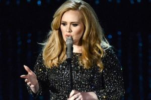 Adele Starts Of Her American Tour With Special Remebrance To Prince