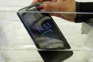 """Samsung Under Fire For Falsifying """"Water Resistant"""" Guarantee"""