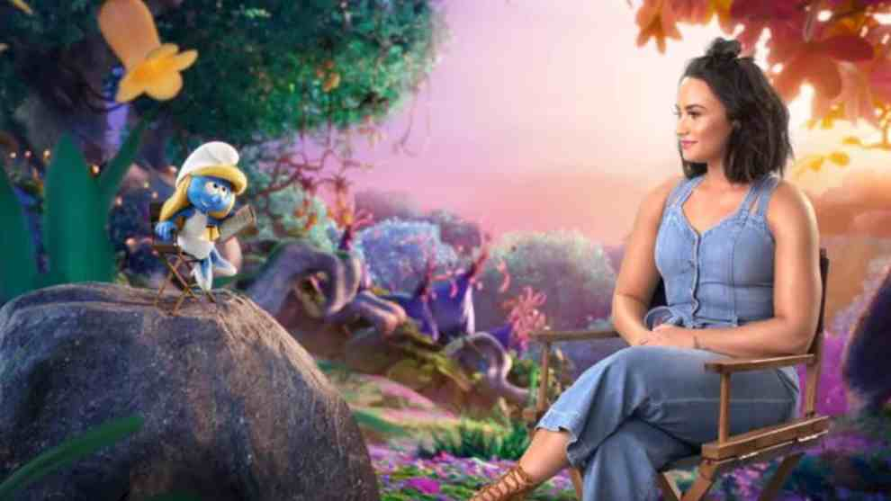 Demi Lovato has a chat with Smurfette on her viability to