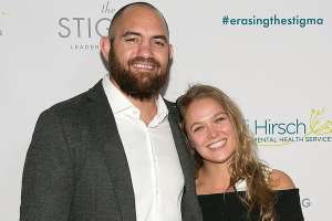 Ronda-Rousey-Engaged-to-Travis-Browne