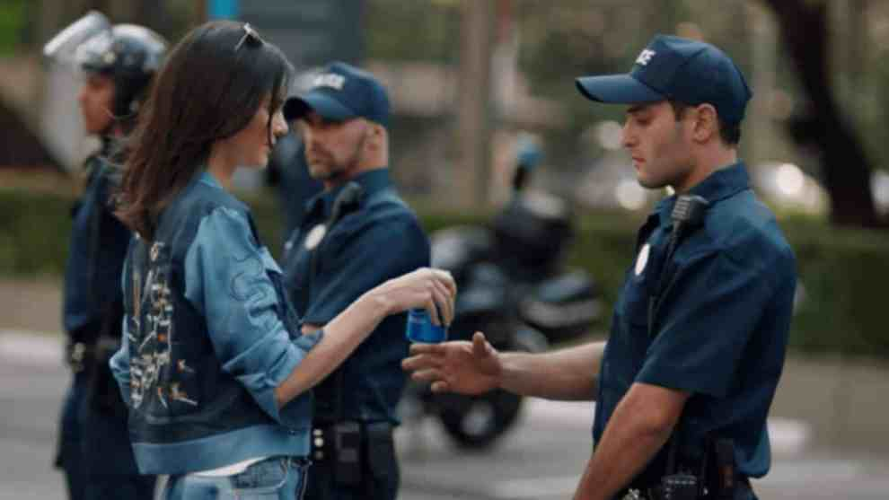 Social media not impressed with Pepsi, Kendall Jenner protest commercial
