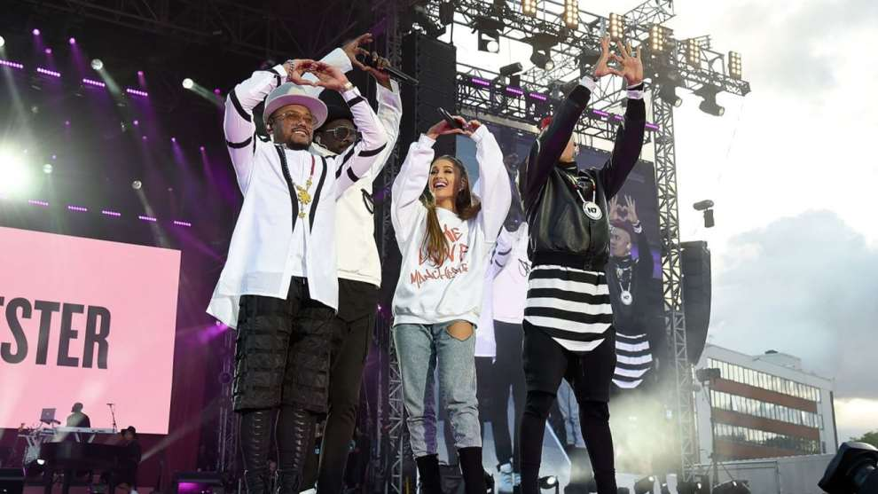 ariana-grande-at-one-love-manchester-benefit-concert