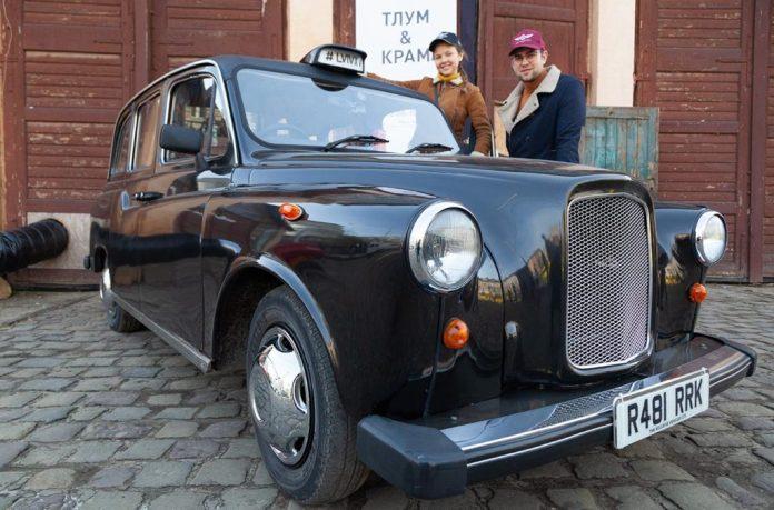 "Члени Клубу ЗАЗ Козак на львівському блошиному ринку ""TLUM & KRAM"""
