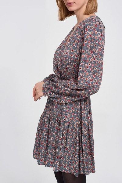 Φόρεμα εμπριμέ με ζώνη γκρι