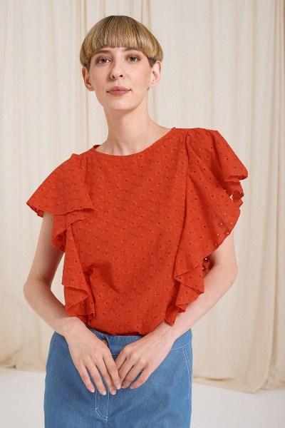 Μπλούζα αμάνικη τρυπητό σχέδιο με βολάν κόκκινο