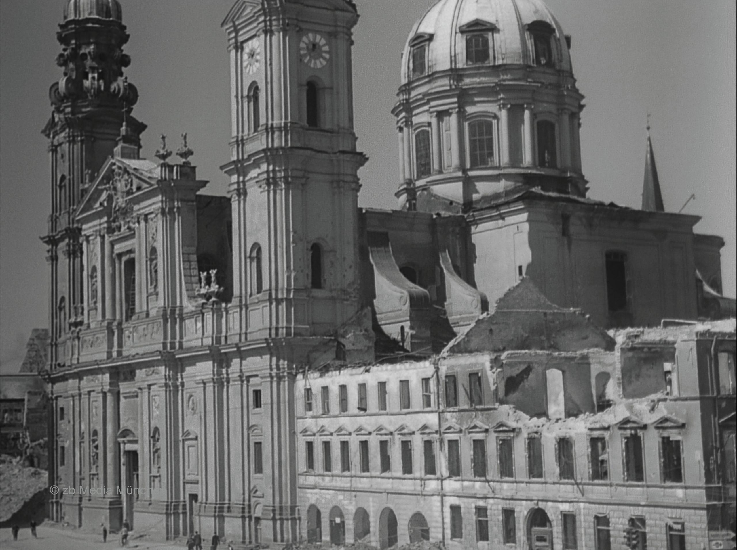 Theatinerkirche, München 5. Mai 1945, Ruine, Bombenschaden