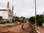 Meczet i typowa paragwajska droga.