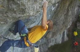 Voici une belle petite vidéo du jeune grimpeur allemand Alex Megos qui réalise Modified, un 9a+ dans le Frankenjura.