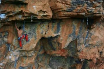 Très belle réalisation du grimpeur espagnol Jérome González. Il escalade Cus Cus El Copiloto, selon lui un 8c+ (peut-être 9a).