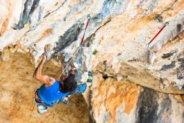 Dani Andrada réalise Chilam Balam (Villanueva del Rosario, Espagne) ouverte par Bernabé Fernández qui a annoncé une cotation de 9b+