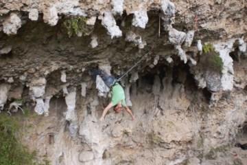 Voici un très beau documentaire sur la pratique de l'escalade au Mexique, dans la Sierra Madres près de Monterrey.