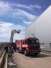 pompieri incendiu auchan