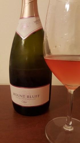 Wino musujące_Mount Bluff Rose