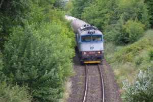 Vlaky mezi Ostravou a Frenštátem táhnou většinou lokomotivy řady 754. Foto: Jan Sůra