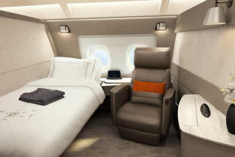 V každé kabině v první třídě je postel i sedačka. Foto: Singapore Airlines