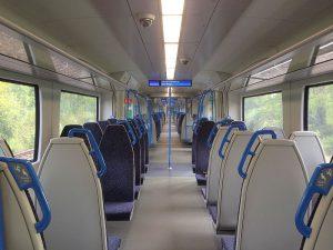 Interiér nových vlaků Class 700 pro Thameslink. Foto RM/Wikimedia Commons