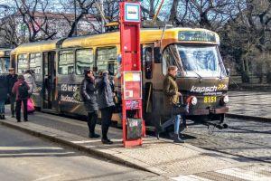 Tramvaj T3 v zastávce Hlavní nádraží. Foto: Jan Sůra