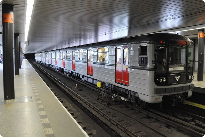 Historická souprava metra 81-71 ve stanici Vyšehrad. Foto: DPP
