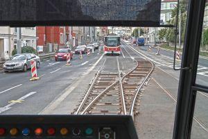 Tramvajové provizorium v úseku Vychovatelna - Bulovka. Autor: Dimír Šťastný/Pražský deník