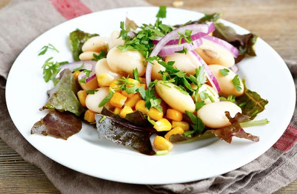 Салат с консервированной фасолью: рецепты с фото простые и ...