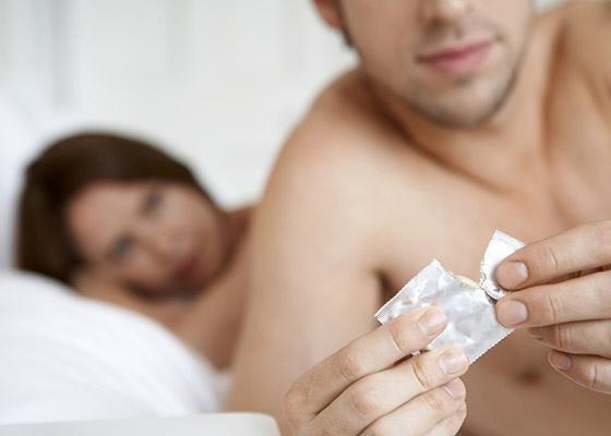 Передается ли генитальный герпес через поцелуй